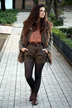 Zara shirt - Massimo Dutti boots - Sfera shorts - Zara vest