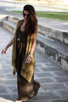 Massimo Dutti dress - Mango vest - Dayaday necklace - Zara flats