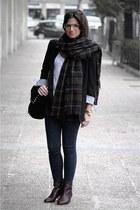 Zara jeans - Massimo Dutti boots - Zara blazer - Zara scarf - Zara bag