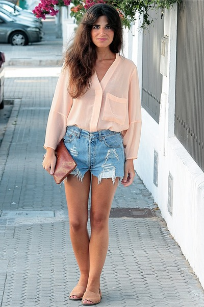 H&M shirt - Bimba & Lola bag - Levis shorts