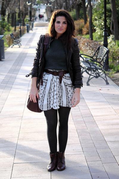 Zara skirt - Massimo Dutti boots - Massimo Dutti jacket - Urban Outfitters bag
