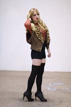 brown Vintage by We Move Vintage vest - black Forever 21 boots