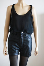 Black-vintage-from-we-move-vintage-shorts