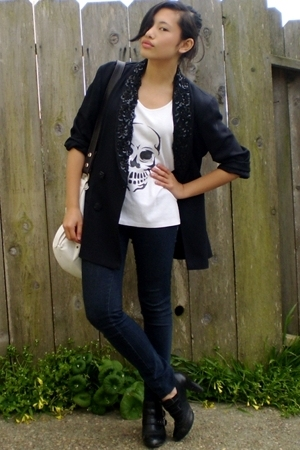 vintage blazer - DIY t-shirt - Ninas jeans - Report shoes