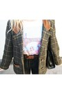Dr-martens-shoes-vintage-coat-levis-shorts-zara-t-shirt-primark-belt