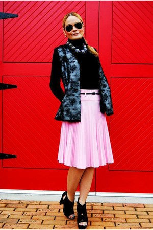 Sakkos skirt - Louis Vuitton bag - Via Spiga vest