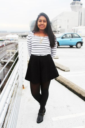 Old Navy shirt - black skirt