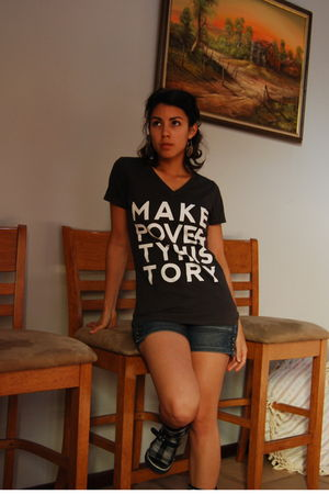 gray makepovertyhistory t-shirt - blue Pepe Jeans shorts