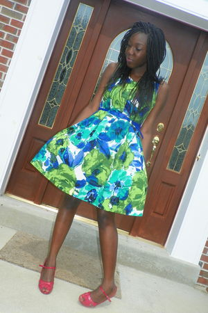 green lezies dress - red joey shoes