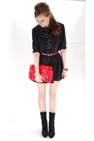 black dress - red purse