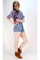 brown boots - blue shorts - blue blouse