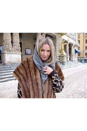 orange vintage jacket - silver gestuz scarf
