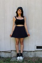 navy skater skirt thrifted vintage skirt - black crop top PacSun top