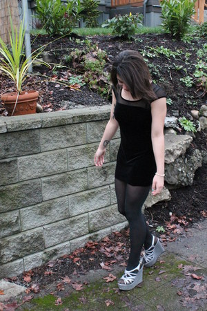 black thrifted dress - silver Steve Madden wedges