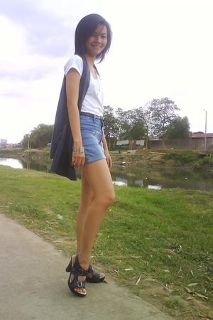 white t-shirt - black shoes - black belt - blue shorts