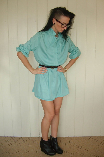Black shoes with mint green dress