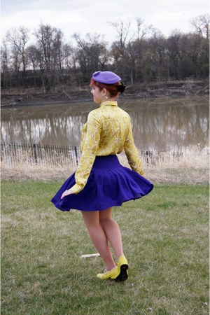 yellow snakeskin print Joe Fresh blouse - purple wool vintage hat