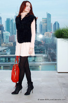 ruby red leather coach bag - black suede Manolo Blahnik boots