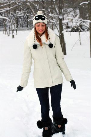 cat burgler kate spade hat - Manitobah Mukluks boots - rag & bone jeans