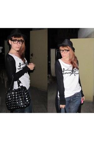 black old hat - black unknown bag - black New Yorker glasses