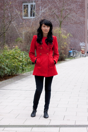Red-coat-black-pants-black-shoes