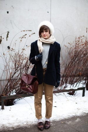 White-hat-white-scarf-black-coat-gray-sweater-beige-pants-brown-purse