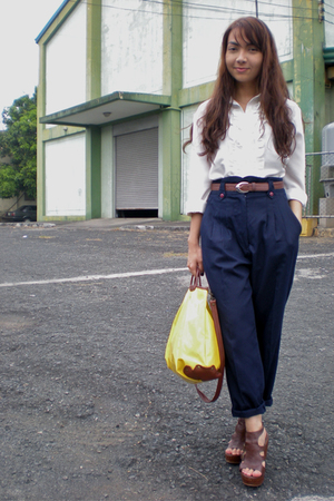 White-shirt-blue-pants-brown-belt-brown-shoes-yellow-purse