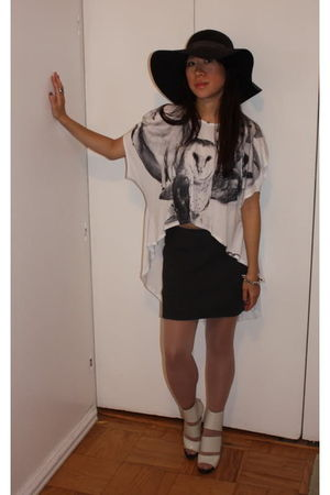 Black-hat-white-shirt-black-skirt-white-shoes