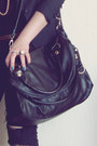 Black-vintage-jeans-black-vintage-blazer-black-leather-cle-bag-black-cotto
