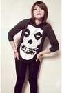 Black-cotton-leggings-charcoal-gray-cardigan-black-misfits-t-shirt