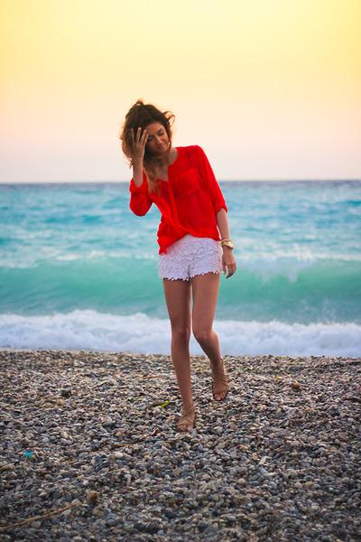 red Zara shirt - white lace c&a shorts