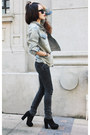 Dark-gray-jeans-light-blue-jacket-black-heels