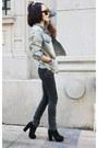Dark-gray-jeans-light-blue-jacket-black-heels