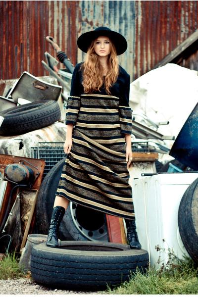 black Yayer Vintage dress
