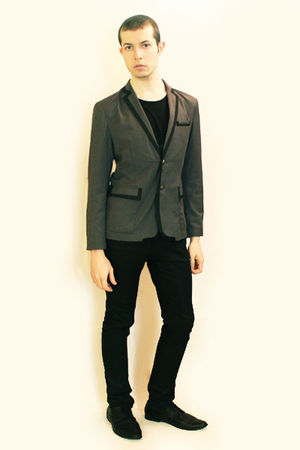 gray Hanjiro blazer - black Npfeel t-shirt - black Zara pants - black H&amp;M shoes