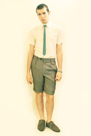 green vintage tie - white Zara shirt - gray vintage shorts - gray H&M shoes - gr