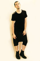black H&M t-shirt - black pants - black boots - silver Topman accessories
