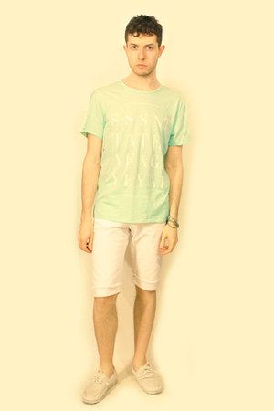 H&M shoes - H&M Conscious Collection shorts - FASHION AGAINST AIDS H&M t-shirt -