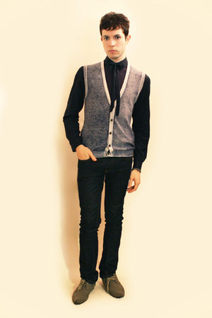 heather gray H&M shoes - navy Zara jeans - navy H&M shirt - violet Sisley vest