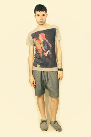 silver Zara shoes - heather gray Deepstyle shorts - maroon Ziggy Stardust Zara t