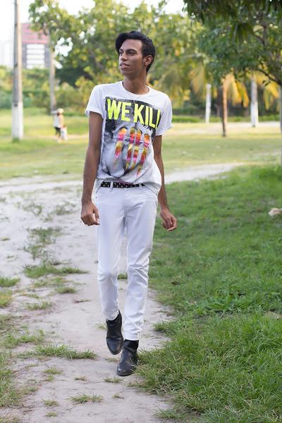 ivory T-shirt shirt - black Botas boots - cream calvin klein pants