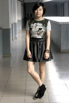 gray Uniqlo t-shirt - gray Izzue belt - black HKR collections skirt - black Insi