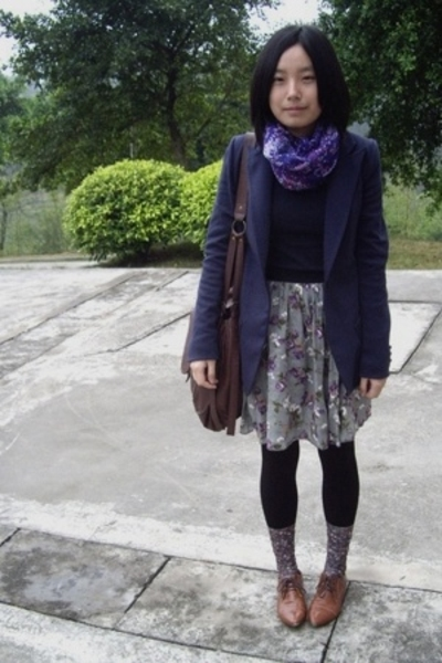 H&M scarf - McQueen jacket - Uniqlo t-shirt - skirt - stockings - NANING9 shoes