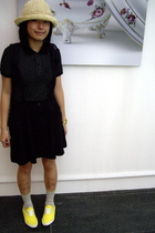 hat - LABoratory t-shirt - dress - bambini shoes