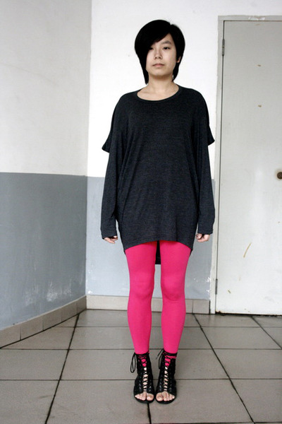 gray chapel t-shirt - pink Urban Renewal leggings - black puzzle shoes