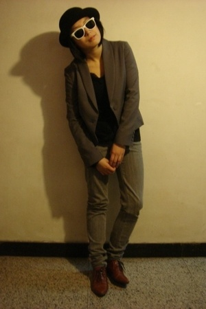 5cm hat - ray-ban sunglasses - TH jacket - DIZEN blouse - Urban Renewal jeans -