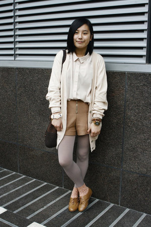 camel H&amp;M shoes - neutral oversized Monki shirt - dark brown moms vintage bag - 