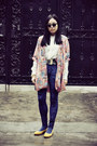 Navy-monki-leggings-white-shirt-black-sunglasses-bubble-gum-cardigan