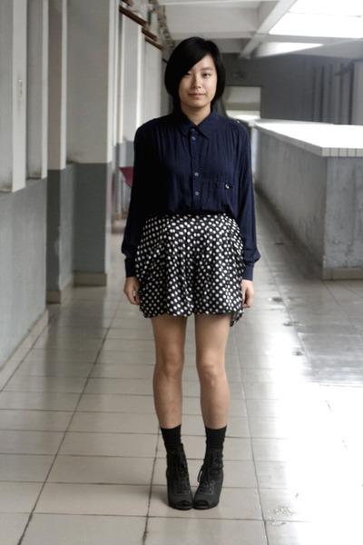 blue chapel shirt - black shorts - black stockings - black Katie Judith shoes