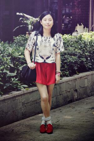 white tiger H&M t-shirt - red shoes - black bag - red shorts - light blue socks